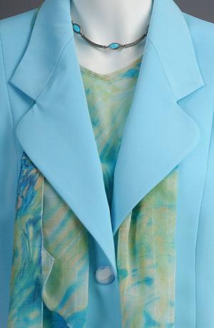 Letní kostýmek v tyrkysové barvě