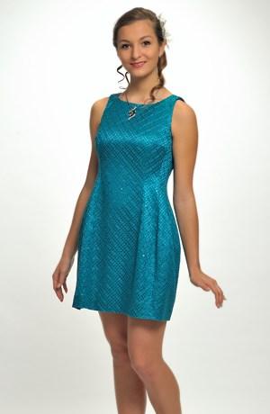Dívčí koktejlové šaty z krajky