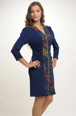 Elegantní dámské koktejlové šaty zdobí efektní zlatý zip.