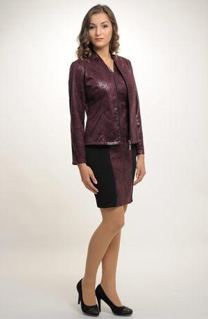 Dámské sako s malou fazónkou ze zajímavého moderního materiálu.