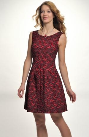 Módní dívčí červenočerné pouzdrovky s nabíranou sukní
