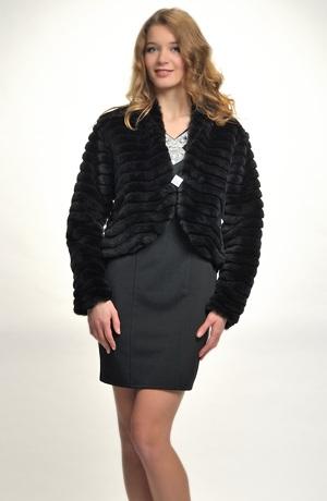 Černý kožešinový kabátek pro větší velikosti