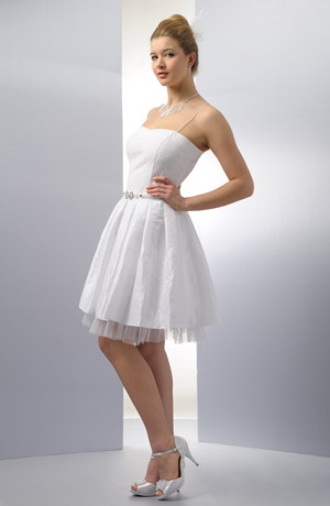 Krátké korzetové šaty na svatbu ve stylu 50 let.