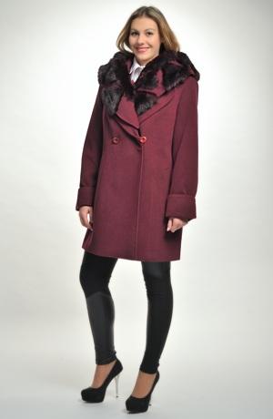 Zimní dámské paleto v barvě bordó s kožešinou na límci - kapuci