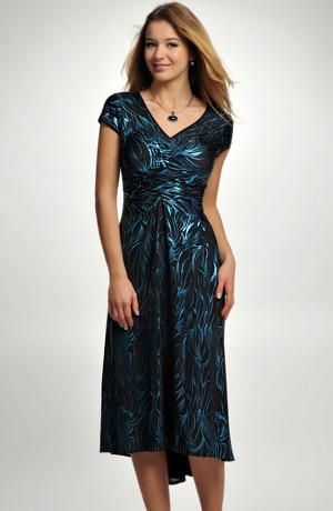 Dámské večerní šaty s nabíráním na prsou. vhodné pro větší velikosti