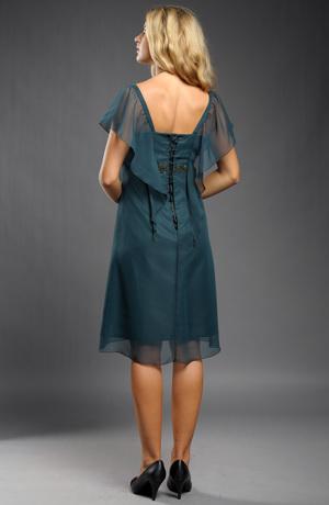 Šaty s řasením na předním a zadním středovém díle.