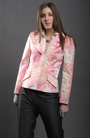 Lehké dámské sako vhodné pro teplejší - letní dny.