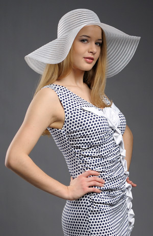 Letní klobouk bílý nebo smetanový