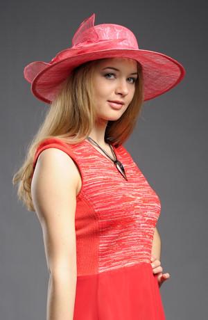 Luxusní barevný klobouk s potiskem krajky