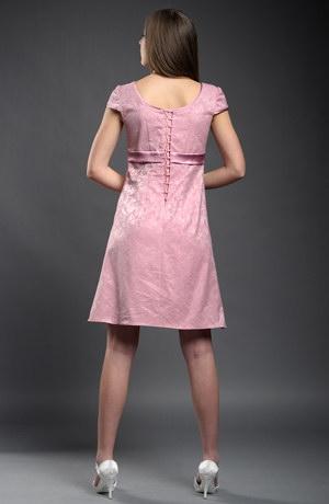 Empírové krátké dívčí šaty s malými rukávky.