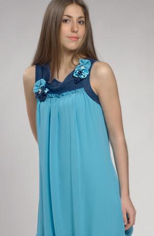 Dívčí společenské šaty na léto se zdobeným sedlem.