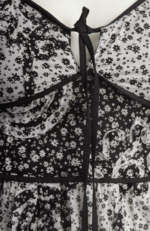 Prádlové šaty s drobnýma kytičkama