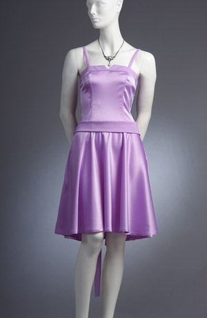 Pastelové minišaty korzetového střihu s kolovou sukní.