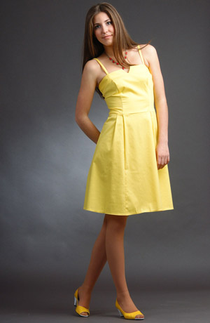 Žluté letní šaty na ramínka