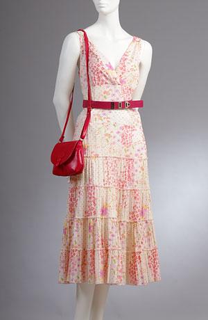 Letní šaty s krinolinovou sukní v drobných kvítcích