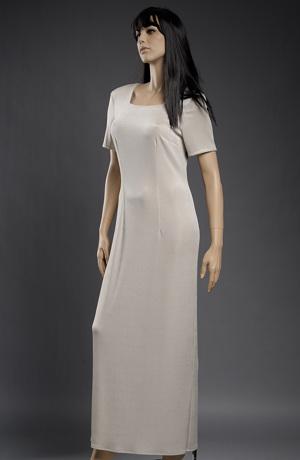 Elastické jednoduché šaty ke kotníkům.satenove-jednoduche-svatebni-saty