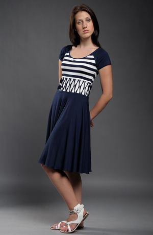 Letní šaty se zvýrazněným pasem