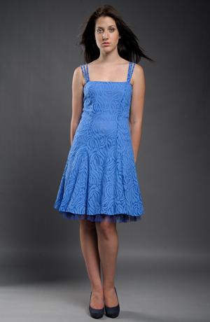 Společenské modré šaty vhodné i do tanečních.