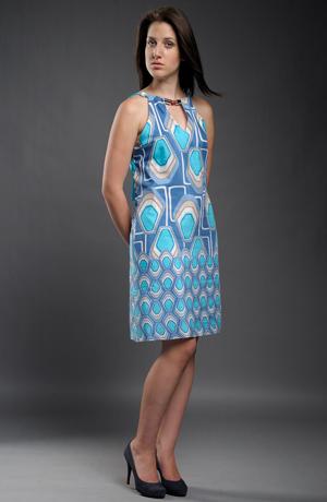 Letní šaty s velkým módním vzorem v duchu 60.let z jemného batistu