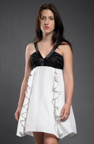 Dívčí šaty jsou vhodné k maturitě.