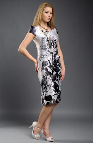 Elegantní dámský komplet z luxusního materiálu