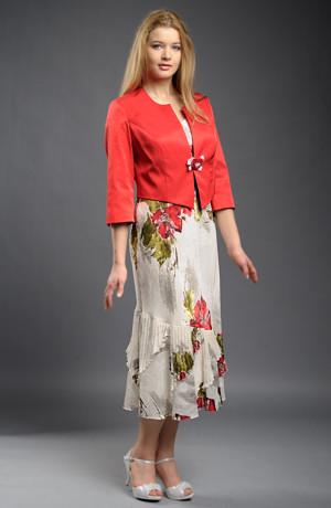 Dámský šatový kostýmek s květinovým vzorem