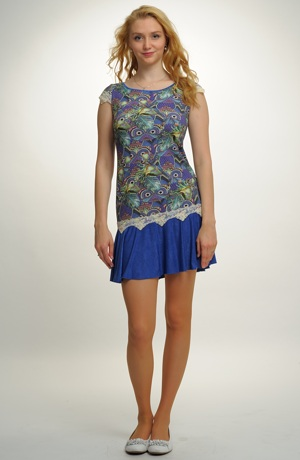 Dívčí šaty vhodné na léto i na taneční kurzy pro středoškoláky.