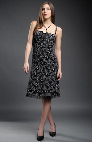 Dlouhé společenské šaty vhodné na promoci.