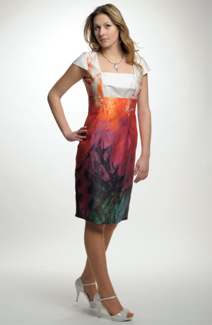 Dámské letní pouzdrové šaty s minirukávky.