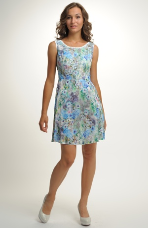 Šaty na léto v jasných barvách