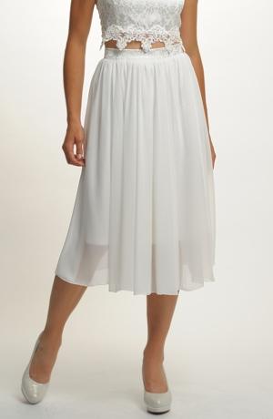 Řasená svatební sukně