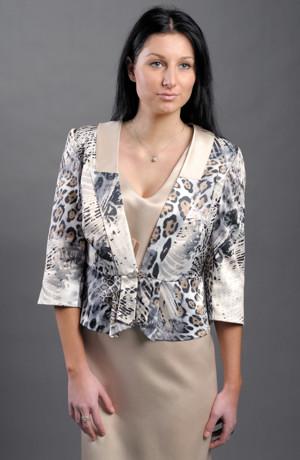 Dámský kostým s luxusním kabátkem a pouzdrovýmí šaty.