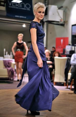 Plesové dlouhé dámské šaty s krajkou na živůtku, vel. 36, 38, 40