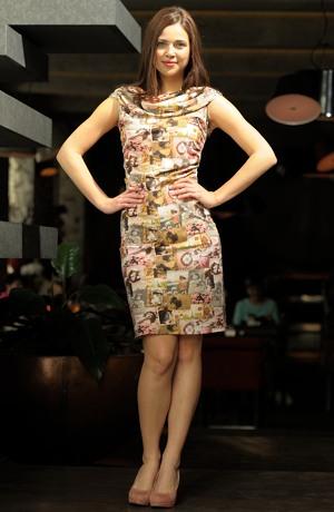 Letní šaty s retro vzorem v pastelových odstínech