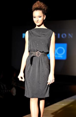 Luxusní společenské a koktejlové šaty s krajkou a s vodou na zádech. 38, 40, 42, 44, 46 / L, XL, XXL