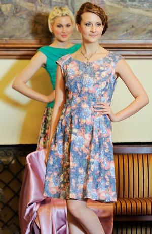 Květované letní šaty na širší raglánová ramínka