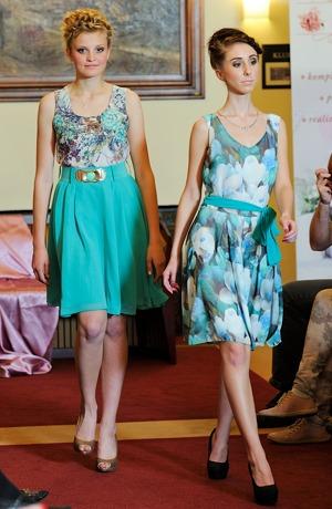 Dívčí společenské šaty do tanečních i na svatbu jako host