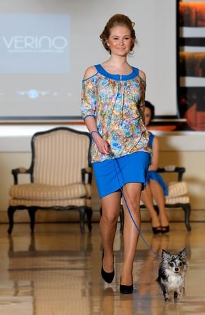 Pleteninové šaty do práce vhodné i k legínům