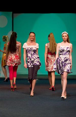 Letní šaty a tuniky - přehlídka jaro - léto, Verino