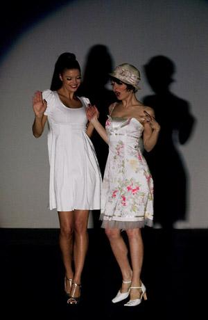 Módní přehlídka nové kolekce společenských šatů Verino pro sezonu jaro - léto 2008.