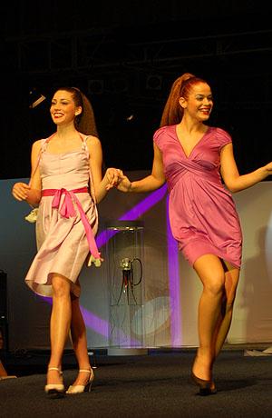 Módní přehlídka nové kolekce šatů pro jaro - léto 2008.