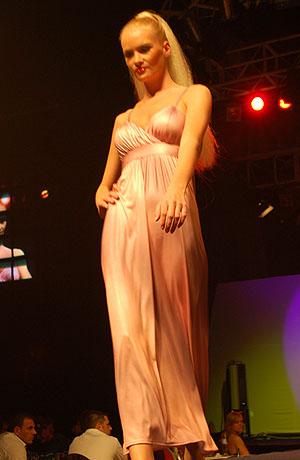Módní přehlídka nové kolekce svatebních a společenských šatů Verino pro sezonu jaro - léto 2008.