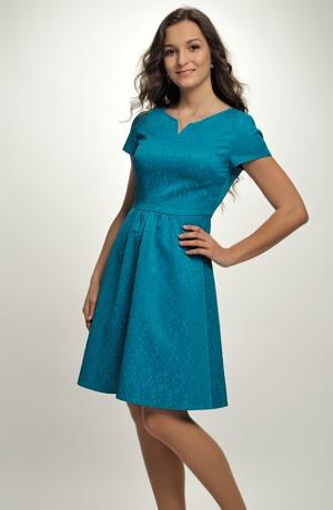 Dámské módní šaty na maturitu i promoce