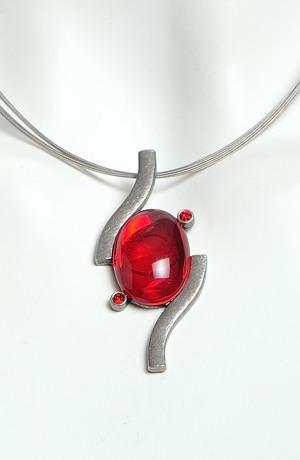 Náhrdelník na kovovém lanku ovál červený