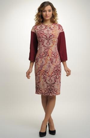 Dámské společenské koktejlové šaty ze zajímavého materiálu