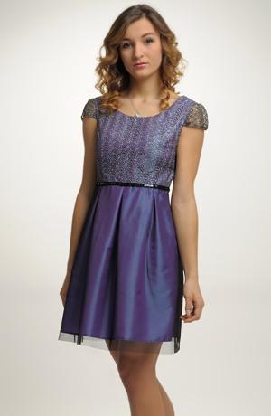 Elegantní společenské šaty se sedlem z krajky