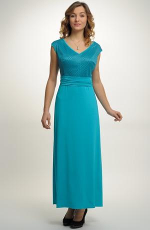 Elegantní plesové šaty s řasením v pase.