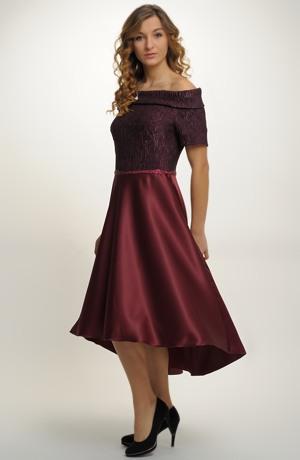 Plesové šaty s kolovou sukní