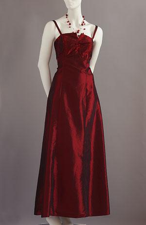Dlouhé společenské šaty s řasením na prsou