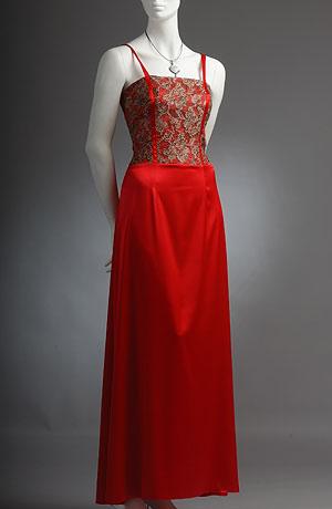 Společenské šaty s korzetovým živůtkem a mírně rozšířenou sukní.